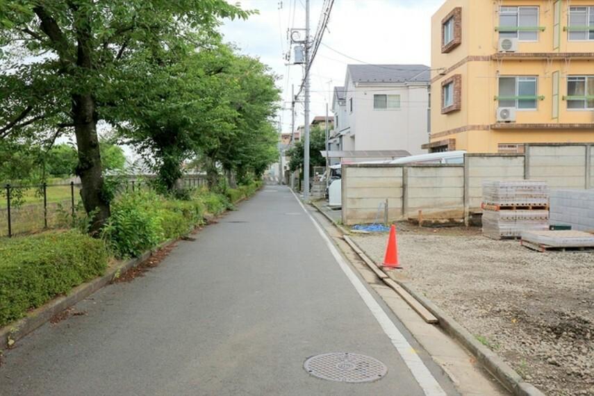 現況写真 前面道路■多摩市聖ヶ丘1 新築一戸建て■