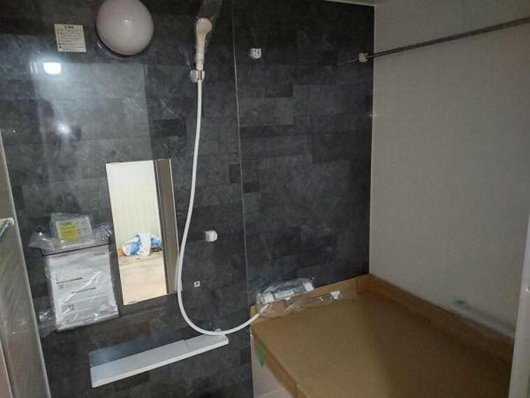 浴室 現在リフォーム中。ユニットバスは浴室乾燥機が付いております。
