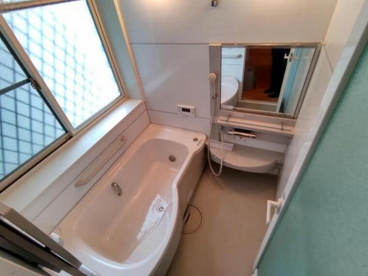浴室 お風呂はピカピカにクリーニングを行います。浴室暖房乾燥機が付いているのでヒートショックを防止できます。