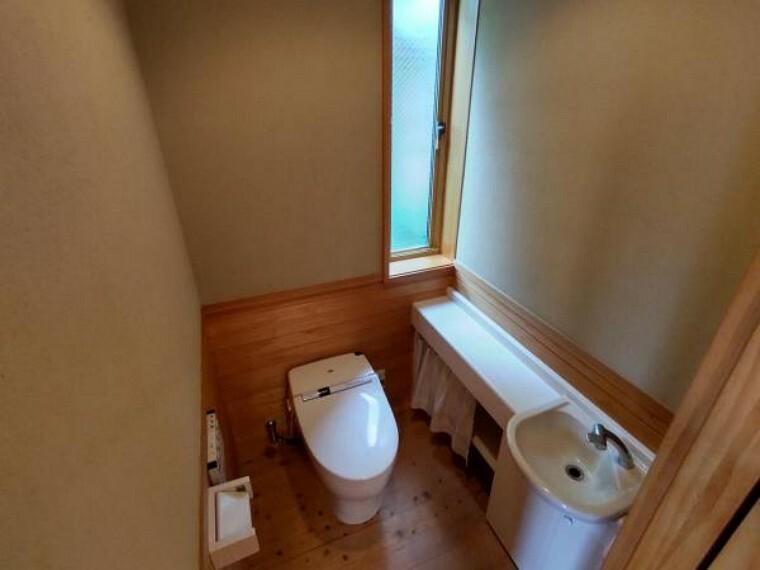 トイレ トイレはピカピカにクリーニングを行います。