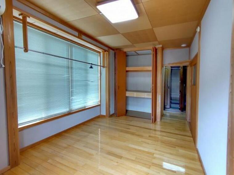 2階6.6畳の洋室はピカピカにクリーニングを行います。