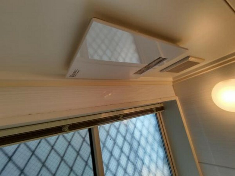 冷暖房・空調設備 浴室には暖房乾燥機が付いています。