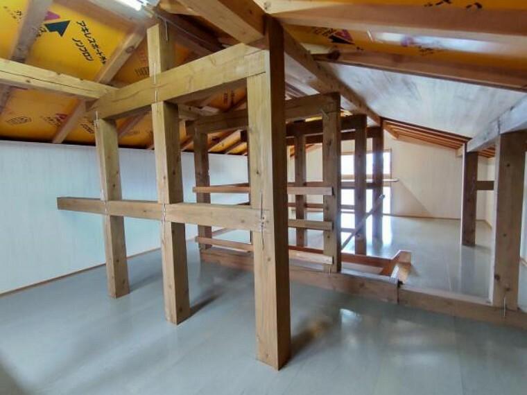 収納 屋根裏収納があるのであまり使わないものを収納できて便利ですね。