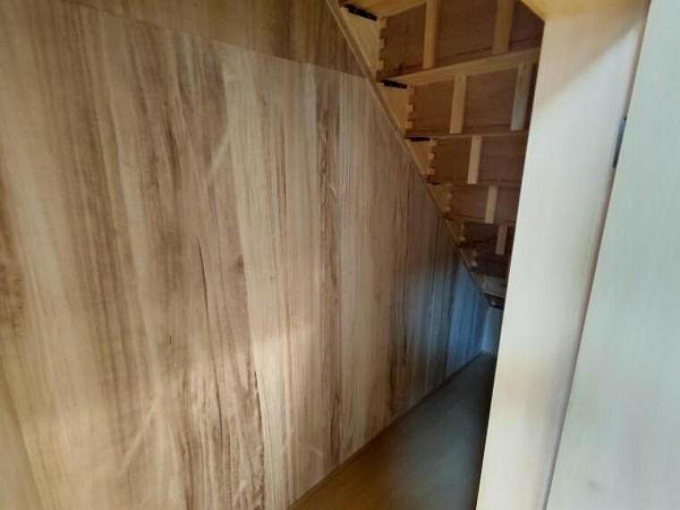 収納 LDKには階段下のスペースを有効活用した収納があります。