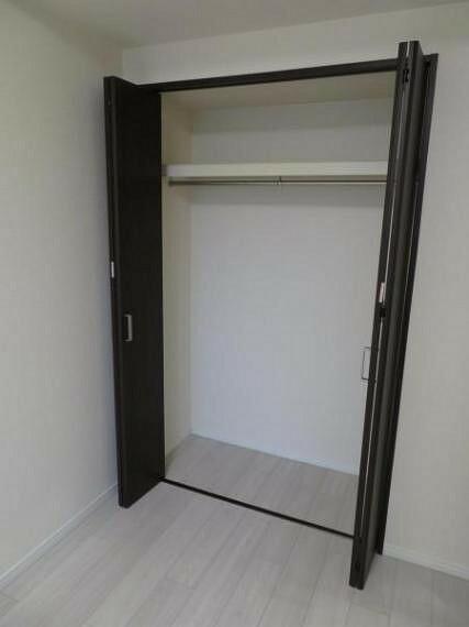収納 洋室6.1帖の収納スペース