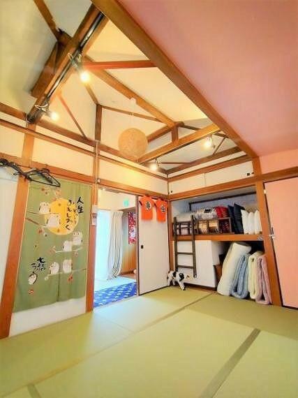 和室 天井が高く、ゆったりとした空間です