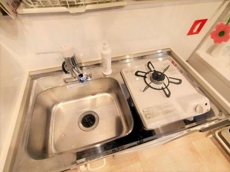 キッチン 見た目に美しく、お手入れしやすいガスコンロです。