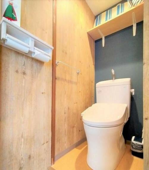トイレ 1・2階にトイレあり。大家族や階段の上がり下りが億劫な就寝時など重宝します。