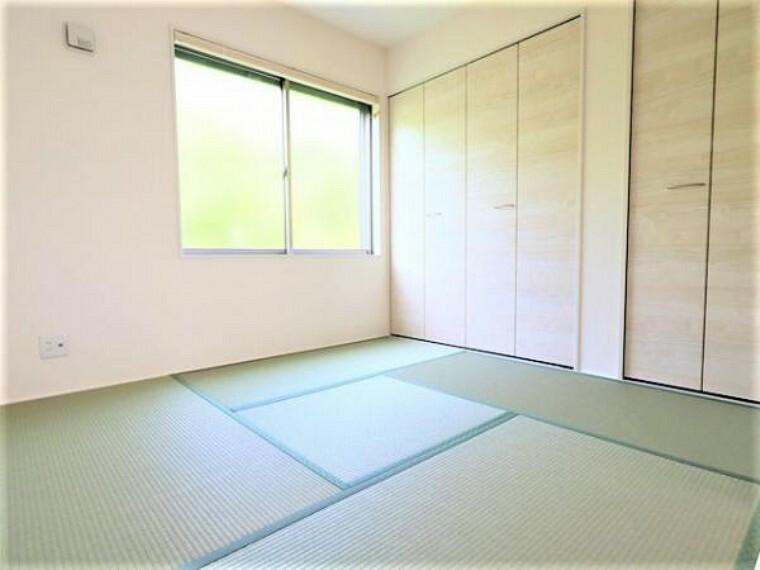 同仕様写真(内観) \同仕様写真/新しい畳の香りのする和室は、使い方色々!客室やお布団で寝るときにぴったりの空間ですね。