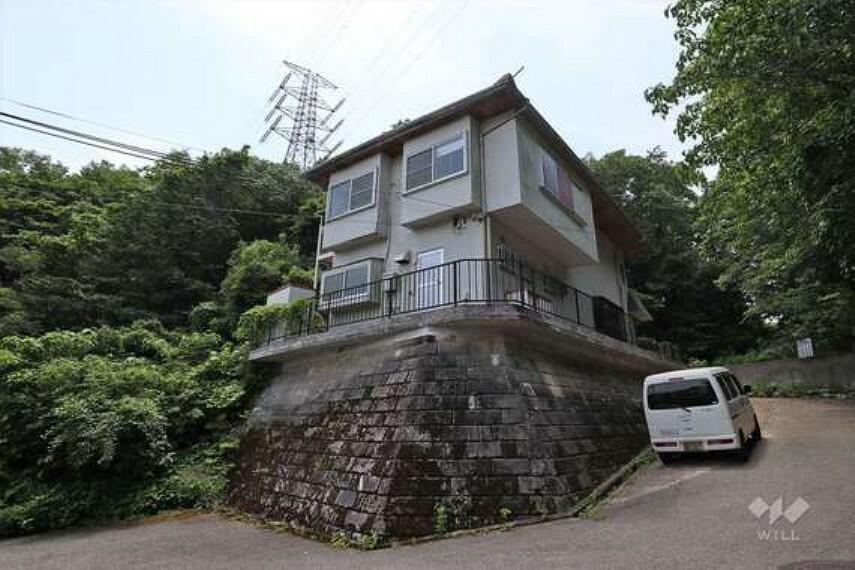 現況写真 この物件は阪急宝塚線「雲雀丘花屋敷」駅から北西へバス乗車約8分、『宝塚市ふじガ丘』にある建築条件のない土地です。