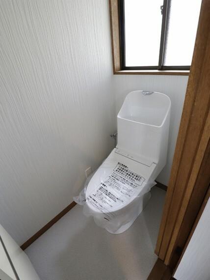 トイレ 2階にトイレがございます。お子様が多い家庭でも困りませんね。