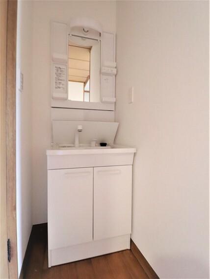 洗面化粧台 2階に洗面台があれば朝のあわただしい時間も余裕に変わります。