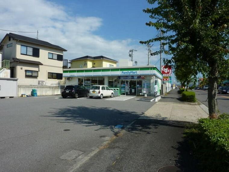 コンビニ ファミリーマート豊田前山町店