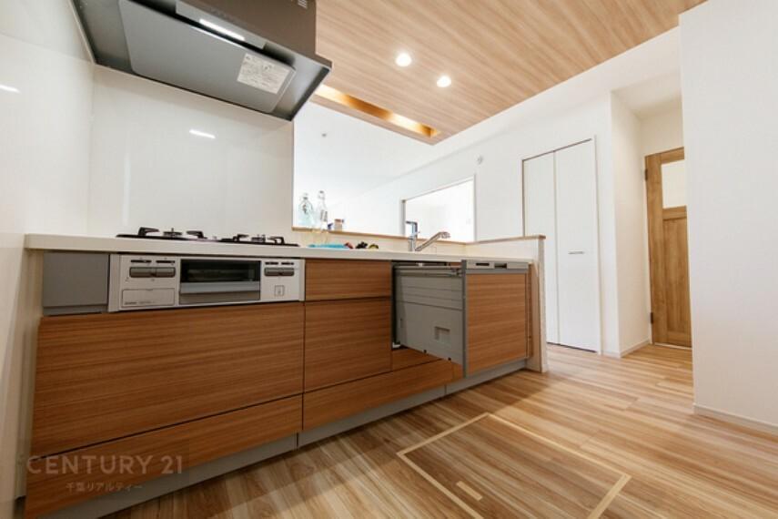 キッチン 主婦&主夫に嬉しいビルトイン食洗機付きでございます。