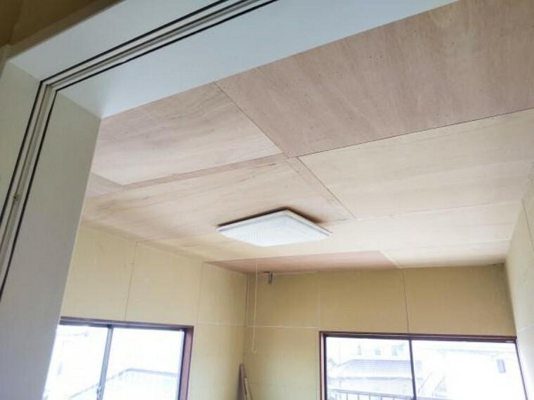 【リフォーム中】9/5撮影。居室は現在、天井・壁の下地処理を行っています。今から、クロスをきれいにはっていきます。