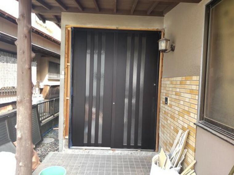 玄関 【リフォーム中】9/5撮影。現在、新しい玄関ドアに交換しています。