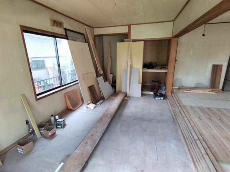 【リフォーム中9/13更新】1階和室の写真です。リビングと続き間になっていて、広縁のある和みの空間になっています。畳交換、襖障子貼替、壁天井のクロス貼替予定です。