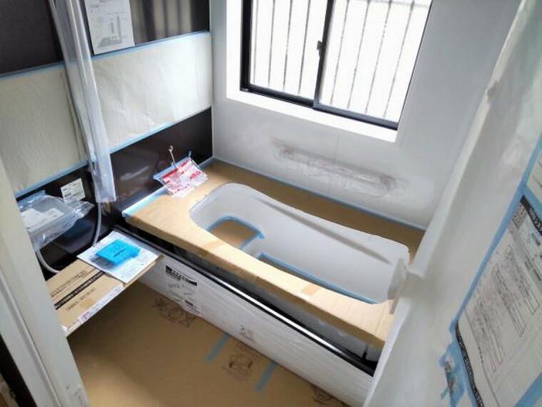 浴室 【リフォーム中9/13更新】新しいユニットバスに交換しました。1坪タイプのゆったりした浴室です。浴室暖房乾燥機付きで暑い夏や寒い冬でも快適にご利用いただけます。
