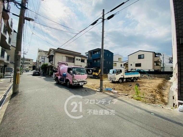 周辺の街並み ゆとりのある前道で駐車もスムーズに行えます。