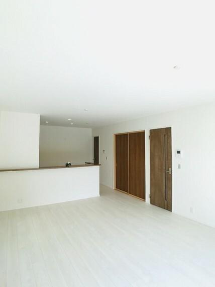 居間・リビング 同社施工例。実際とは異なります。