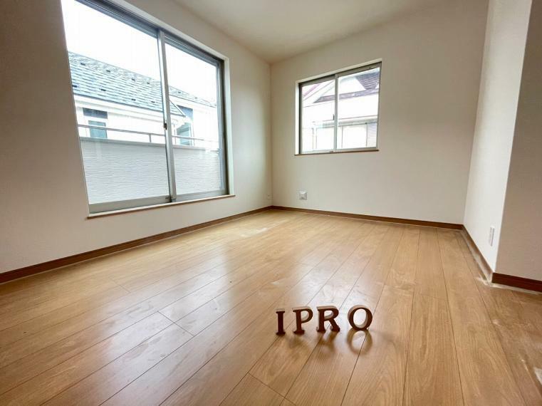 洋室 2階の洋室はバルコニーと窓で陽当り・通風良好 気持ちのイイプライベート空間です