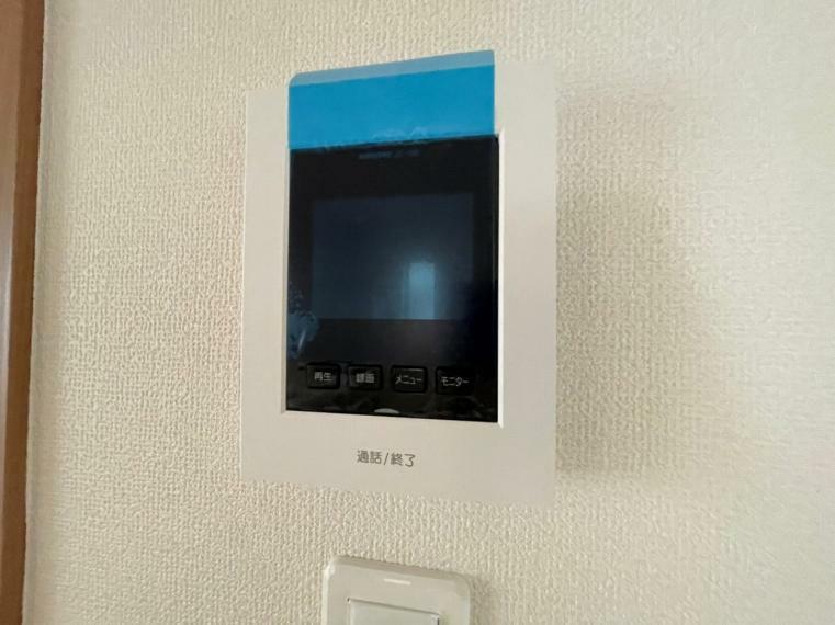 TVモニター付きインターフォン ドアを開けずに相手の顔を確認できるモニター付インターフォンはしつこい勧誘も断りやすく安心
