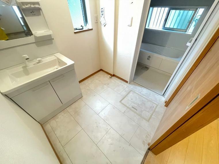 脱衣場 湿気が気になる脱衣所には窓を設置 換気がしっかりできるのでお風呂上りも気持ちいいです