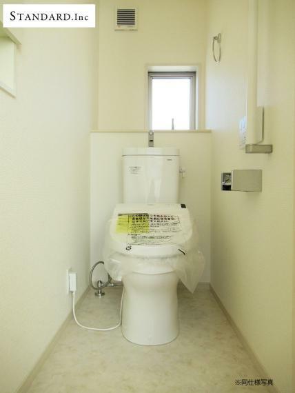 同仕様写真(内観) 【同仕様写真】温水洗浄機能付き便座(1F、2F)