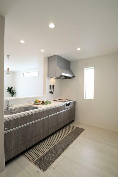 キッチン 【1号棟】システムキッチン・シングルレバー混合水栓・IHクッキングヒーター・床下収納