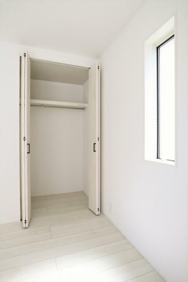 収納 【1号棟】2階洋室6帖・パイプ付きクローゼット