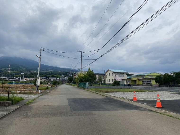 外観・現況 駐車もしやすい車通りも少ない前面道路です