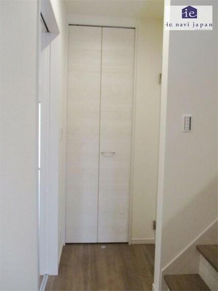 収納 玄関ホールクローゼット!コートクロークに最適です!