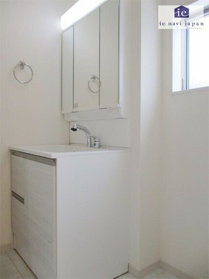 洗面化粧台 三面鏡収納付シャンプードレッサーは歯ブラシもスッキリ!朝の支度もスムーズ!