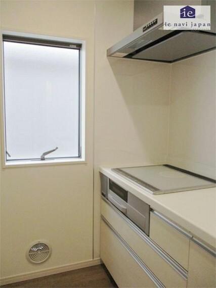 キッチン キッチン横から柔らかな日差しが!空気もきれいで爽やか!