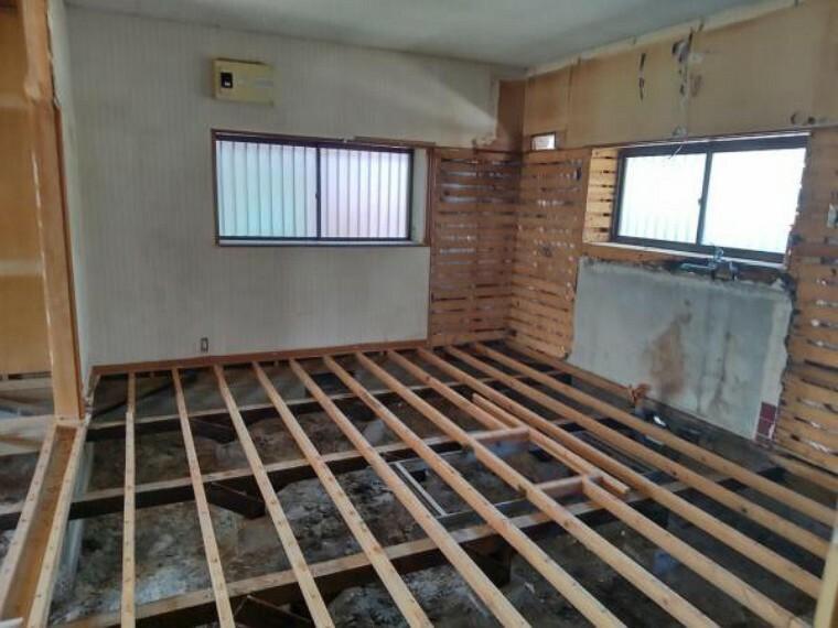 キッチン 【現況】現況キッチン写真です。新たにシステムキッチンを設置する予定です。