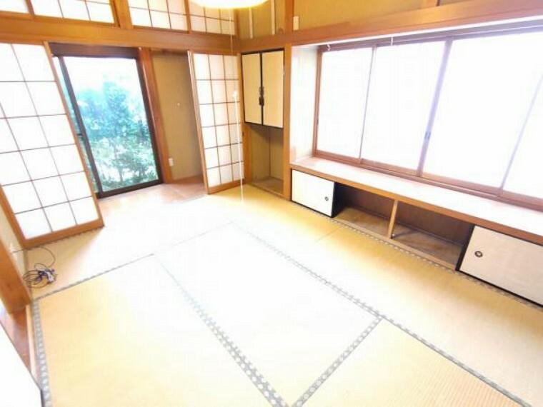【リフォーム前】1階の和室です。畳は表替え、壁・天井はクロス張りにて仕上げます。小さなお子様の遊び場にもなる和室は南側に掃き出し窓もあり明るい空間です。