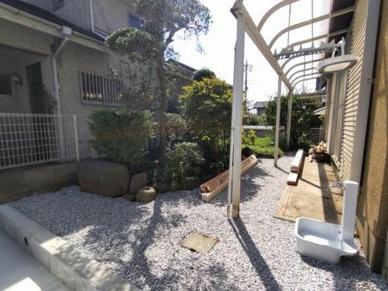 駐車場 【リフォーム中8/26撮影】お庭の一部を解体して駐車スペ