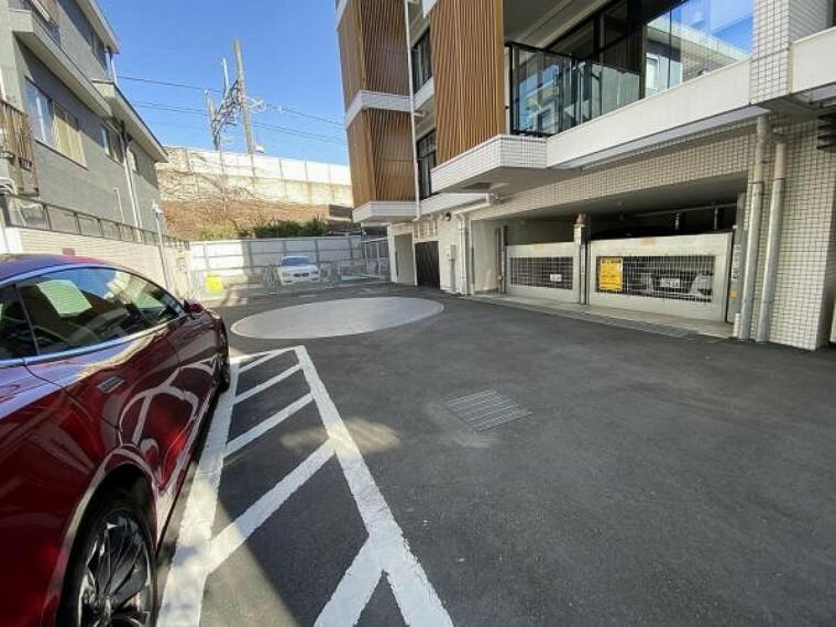 敷地内駐車場 電動シャッター付き駐車場