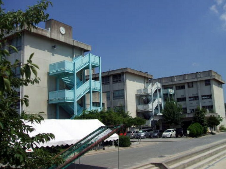 中学校 【中学校】摂津市立第三中学校まで349m