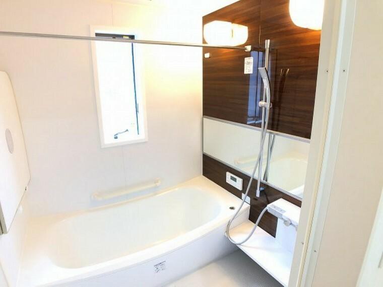 浴室 浴室換気乾燥暖房器がありますので入浴前に温めてから入るとヒートショックの予防になります。