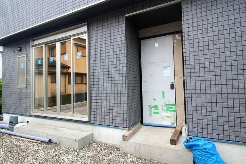 玄関 2021.8月中旬:建築中