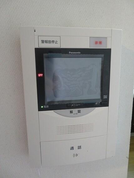 来訪者の顔を確認できる、モニター付きインターフォン。