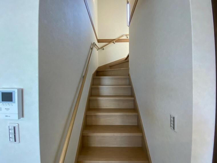 階段にも手すりがついています。