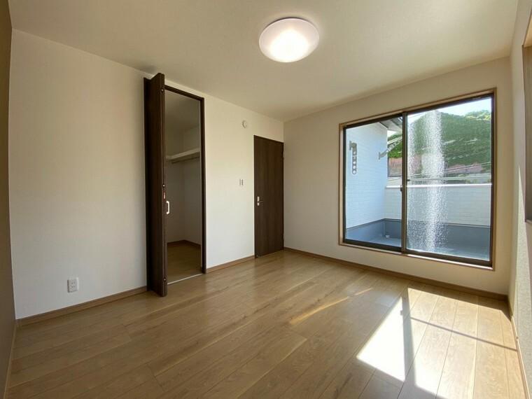 洋室 全居室に収納がついているので、お部屋を広々とお使いいただけます。