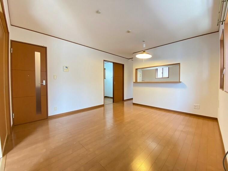居間・リビング 約16帖の広々としたリビングです。 どんな家具を置こうか想像するとワクワクしますね。