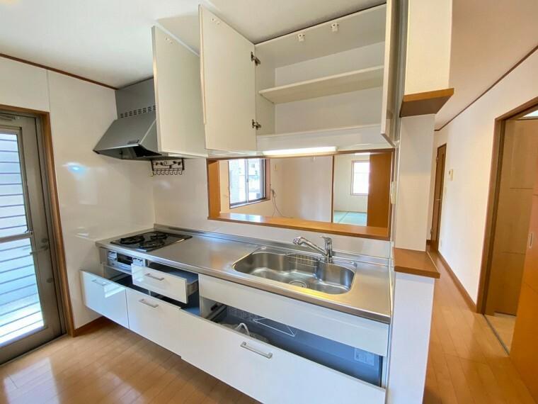 キッチン キッチン収納もたくさん入ります。