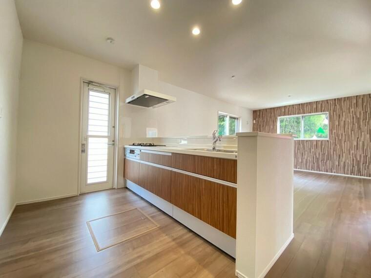 キッチン システムキッチンです。 作業スペースも十分にとれますので、お料理が楽しくなりそうです