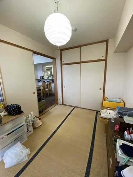 和室 リビング横の和室スペースはのんびりと過ごせそうです。押入れにたっぷり収納できます! ふすまを取ればリビングと一体になり更に広々空間に!