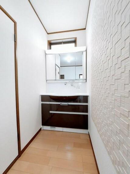 洗面化粧台 2階にも洗面台があるので、朝の身支度にもいいですね