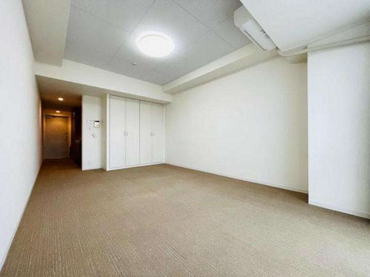 居間・リビング クローゼット付きで家具不要!広々利用できる洋室12.3帖